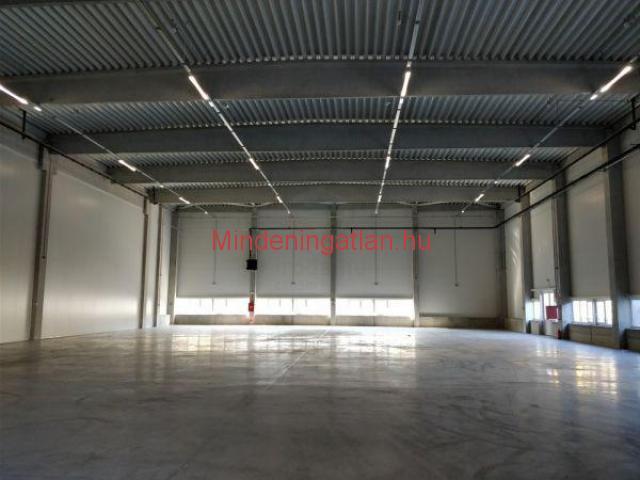 XV. ker. Mo-ás mellett újépítésű,900m2-es raktár, 7.6m magas kiadó