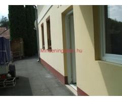 Hévízen 2 kis lakás tulajdonostól eladó, földszinti/1. em., nem folyosóról nyílóak, csendes környeze