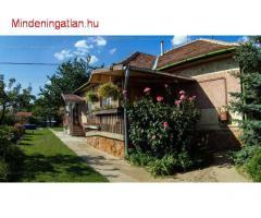 Dunavarsányban alkalmi áron eladó csodás, nagy kertes, garázsos családi ház, + telekkel