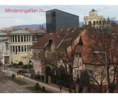 Eger belvárosi 1+2 fél szobás felújított lakás kiadó.