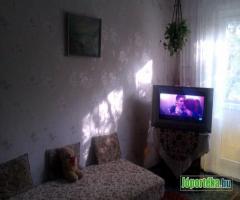 Csendes,világos,bútorozott lakás kiadó